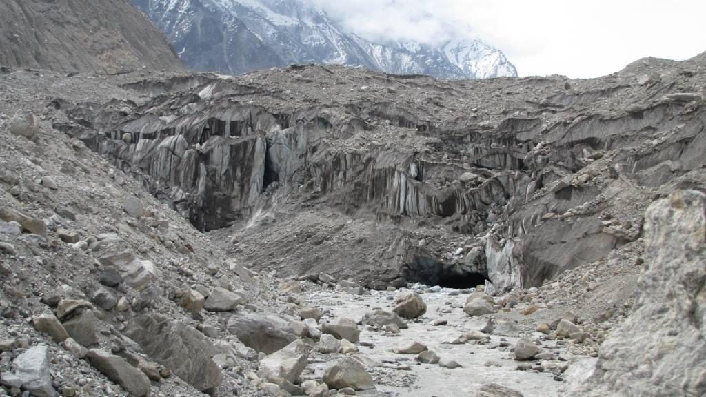 Gomukh_Glacier_-_The_origin_of_Ganges